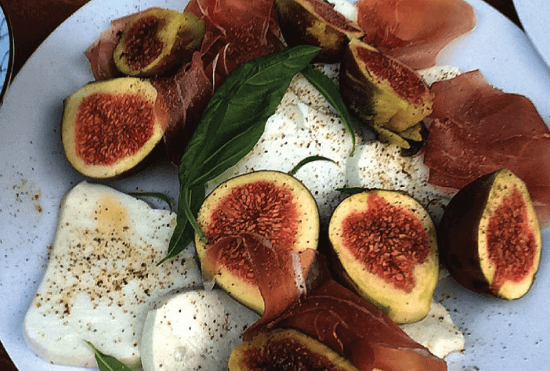 Figs with kathoura, cured ham and basil leaves